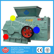 Working with roller squeezing charcoal ball making machine