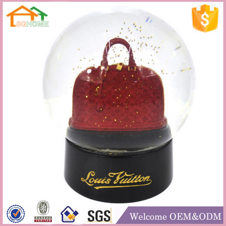New design Madame Tussauds Large London polyresin musical snow globe