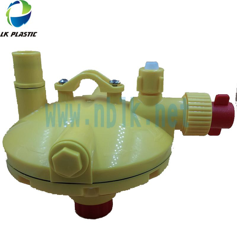 Farm equipment Water pressure regulator for poultry drinking lines