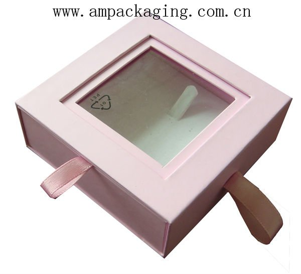 Jewelry gift box with pad insert