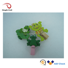 Lovely Flog shaped wooden clip animal clothes pins for kids