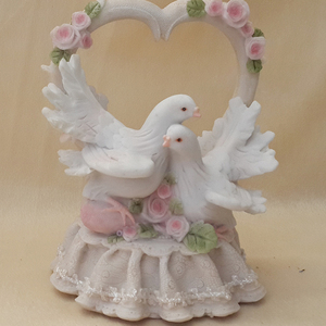 polyresin crafts hugging doves statues for home decoration, wedding/birthday gift
