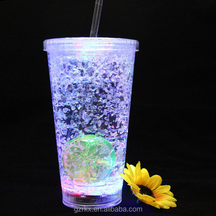 Double Wall Clear Plastic Led Flashing Tumbler with straw, LED Light Plastic Tumbler With Straw Summer Plastic Juicer Cup