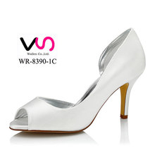 Dyeable satin wedding dress in hoes Elegant middle high heel without platform handmade bridal shoes