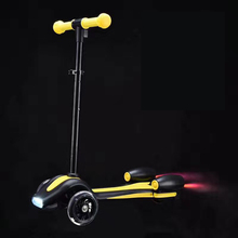 RUNSCOOTERS2017 new inovation products child toy kick scooters with rocket lights and steam fire
