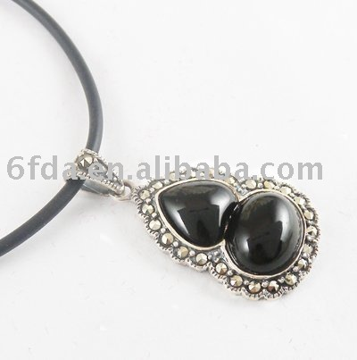 thai silver pendant with agate