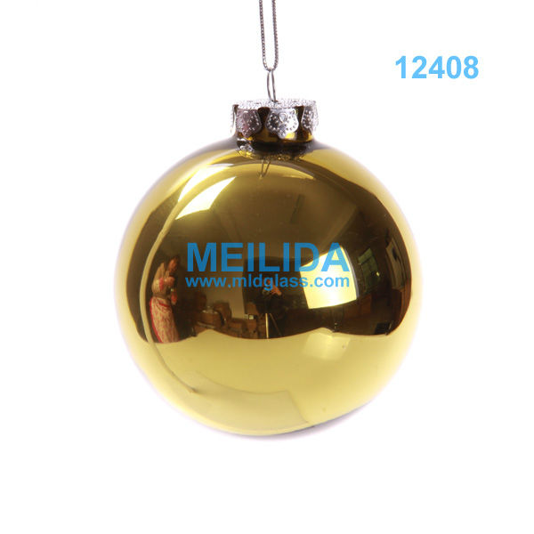 Shiny high class gold christmas balls