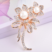 Lovely Alloy White Enamel Flower Magnetic Clip Magnetic Eyeglass Holder Brooch Jewelry