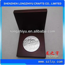 Golf coin silver medal metal replica coins in red timber box packing for commemorative
