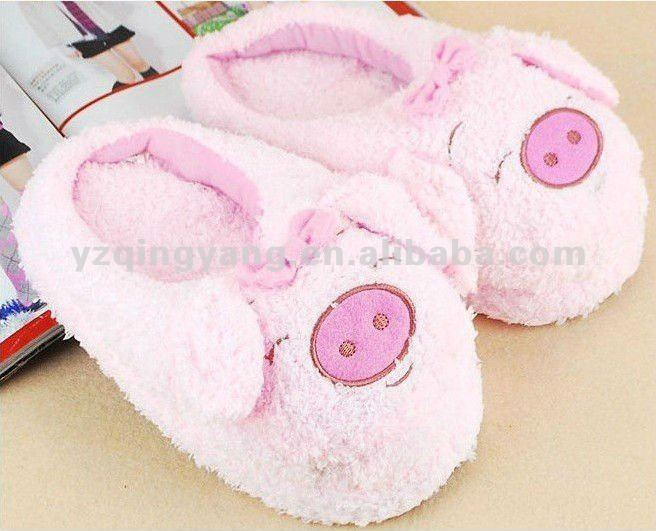 pink plush pig indoor slipper in animal shaped
