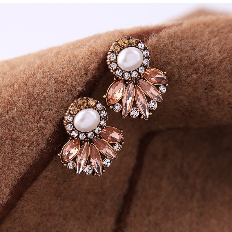 2017 Newest Beautiful Crystal Pearl Stud Earrings Design for girls