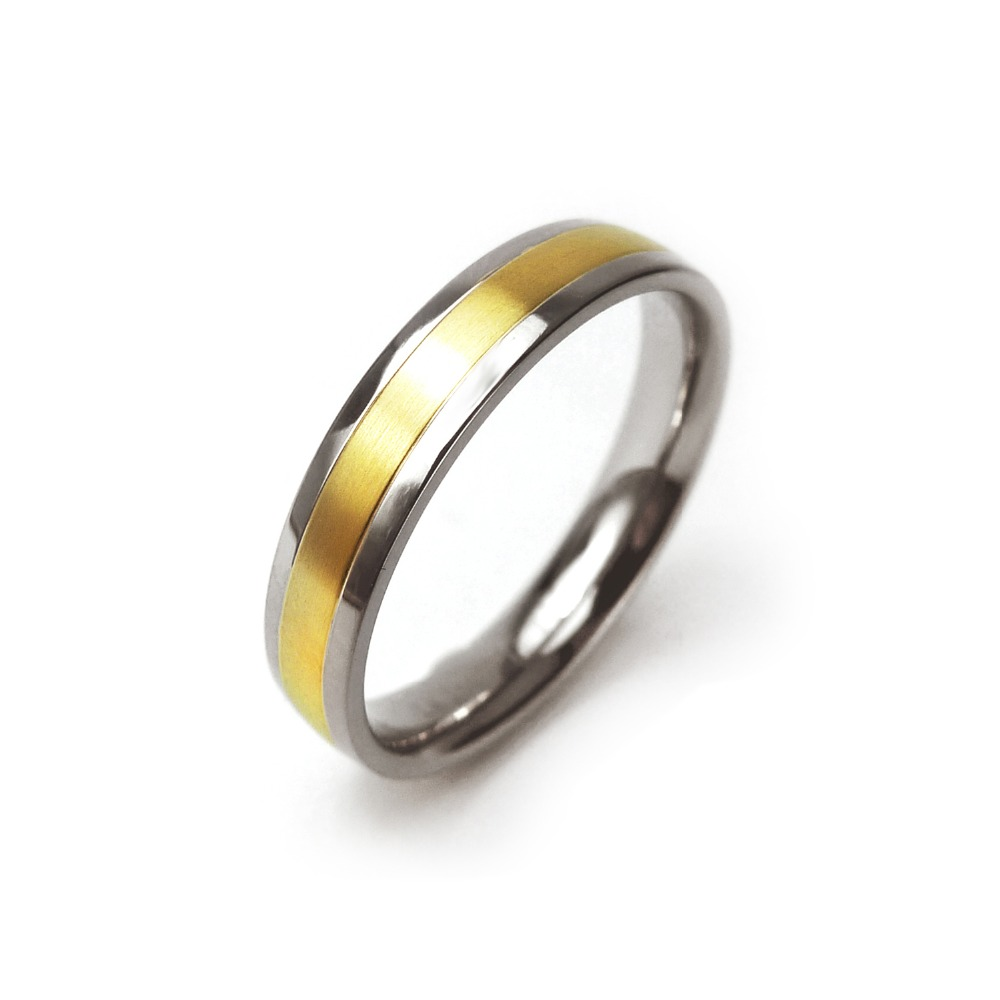 Simple with <strong>18</strong> <strong>k</strong> gold band pure titanium ring