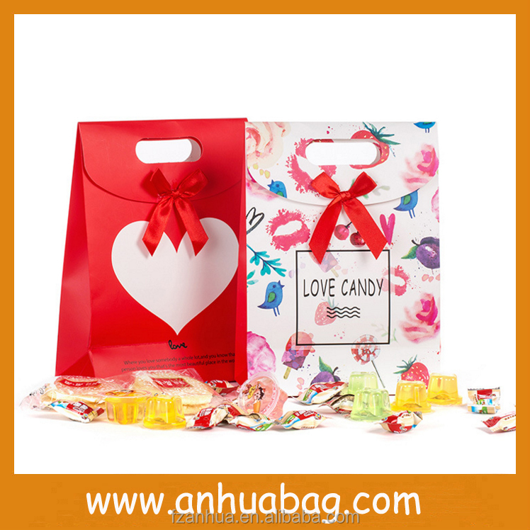 China Manufactures Custom Promotional Christmas Paper Gift Bag with Handles