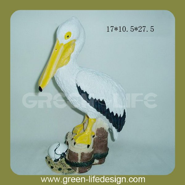 Lively garden decorative resin pelican