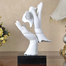 Home decorative art minds resin crafts dove holding in both hand