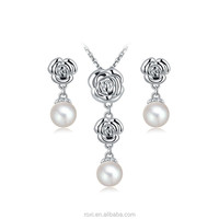 Marvelous Jewelry Set Exquisite Flower Pendant Necklace Earrings Pearl Jewelry Elegant Charming