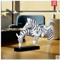 2017 new design Abstract business gift table decoration gift for partner horse ornament resin craft