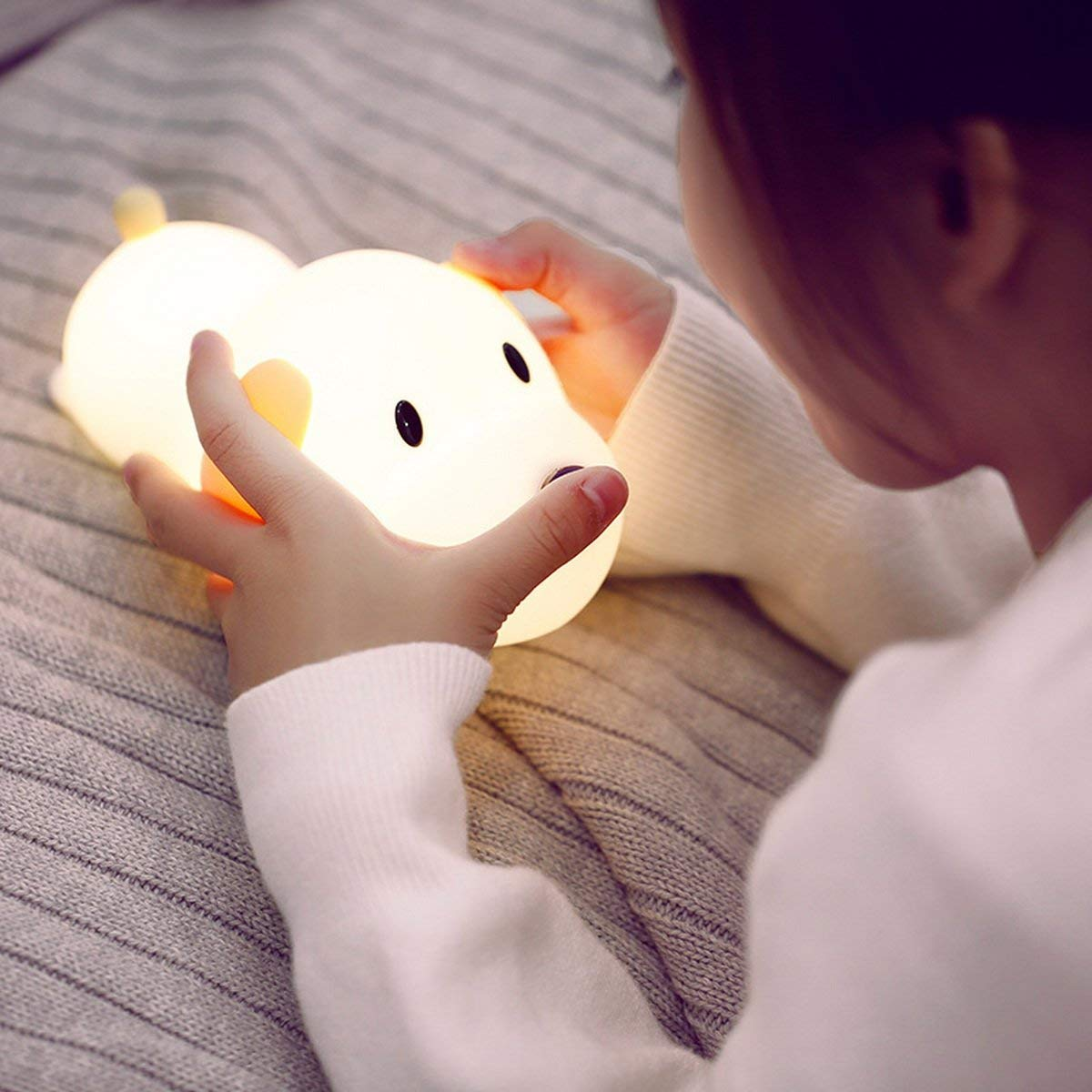 YARRAE 2018 Portable Wireless Cute Puppy Touch Sensor Nightstand Lamp manufacture in shenzhen