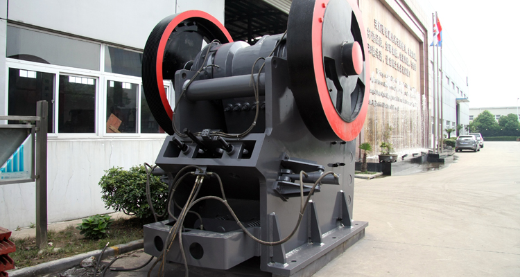 SBM low price small scale gold mining equipment of jaw crusher price list