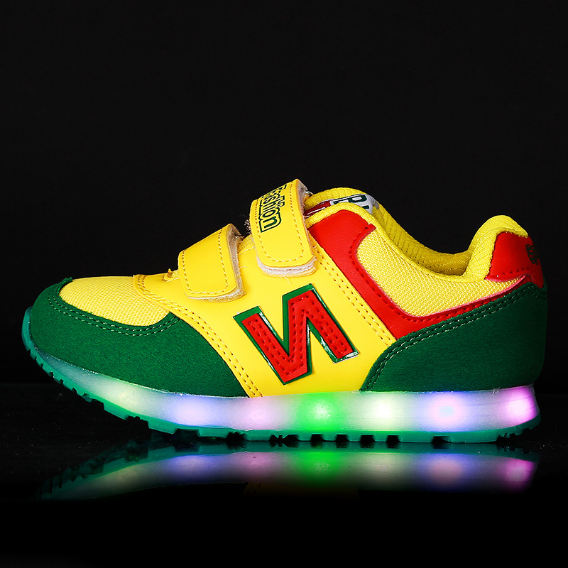 The four seasons of beautiful girl shoes with led light,running shoes