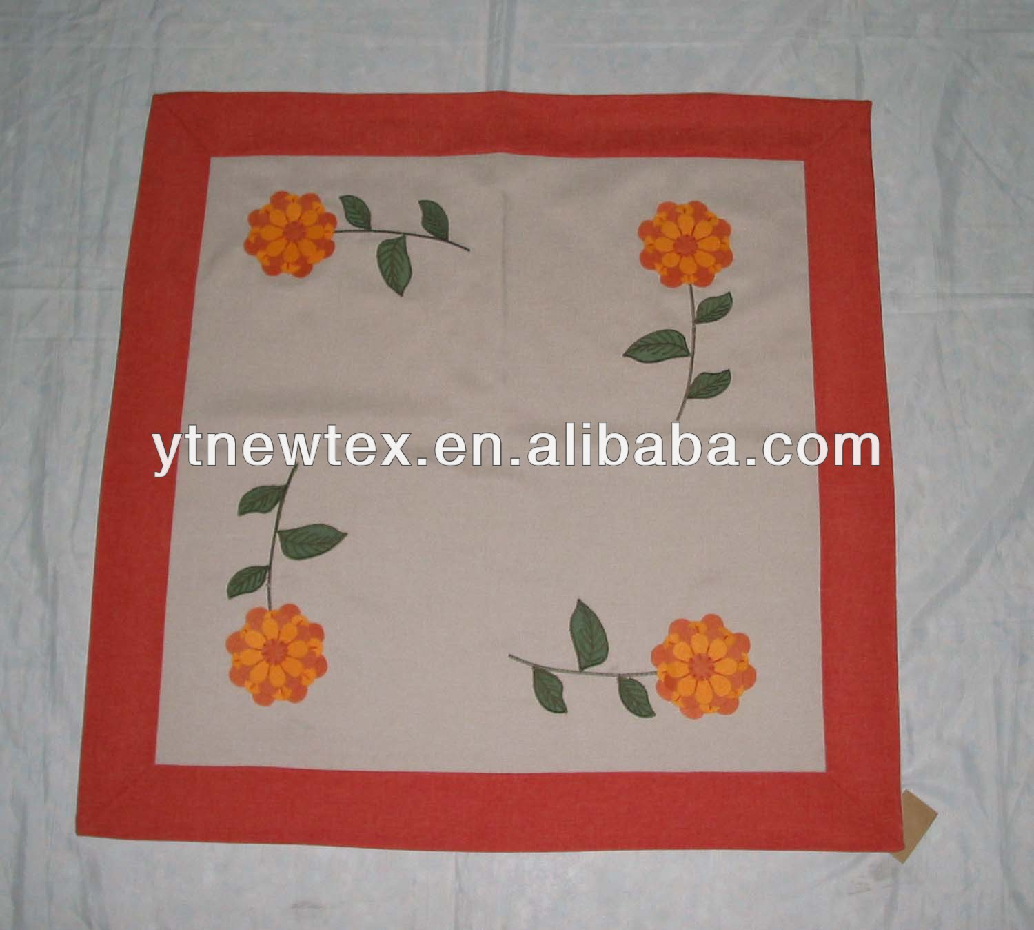 100% polyester with felt cloth 3D flower table cover