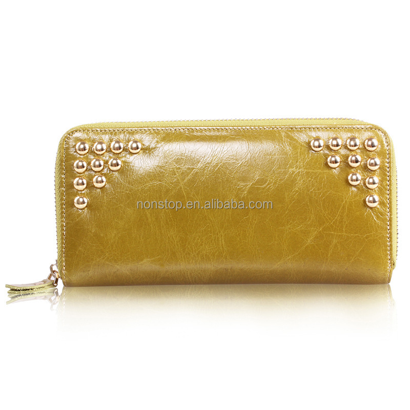 Hot explosion models first layer of leather leather clutch wallet Ms. long section of the rivet oil wax leather handbag wallet a