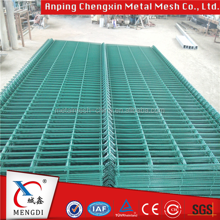 Manufacturer ISO9001 durable anti-rust pvc coating safety control fence barrier/welded mesh