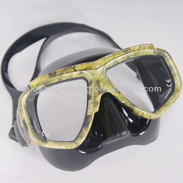 yellow camouflage military mask, spears hunting in sea