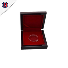 2019 souvenir wooden present box of shinny oak wooden craft box for display coin / medal safe wooden crate box brands