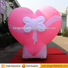 Customized balloon type pink giant inflatable heart for wedding