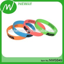 Promotional customized wholesale silicone rubber band bracelet maker