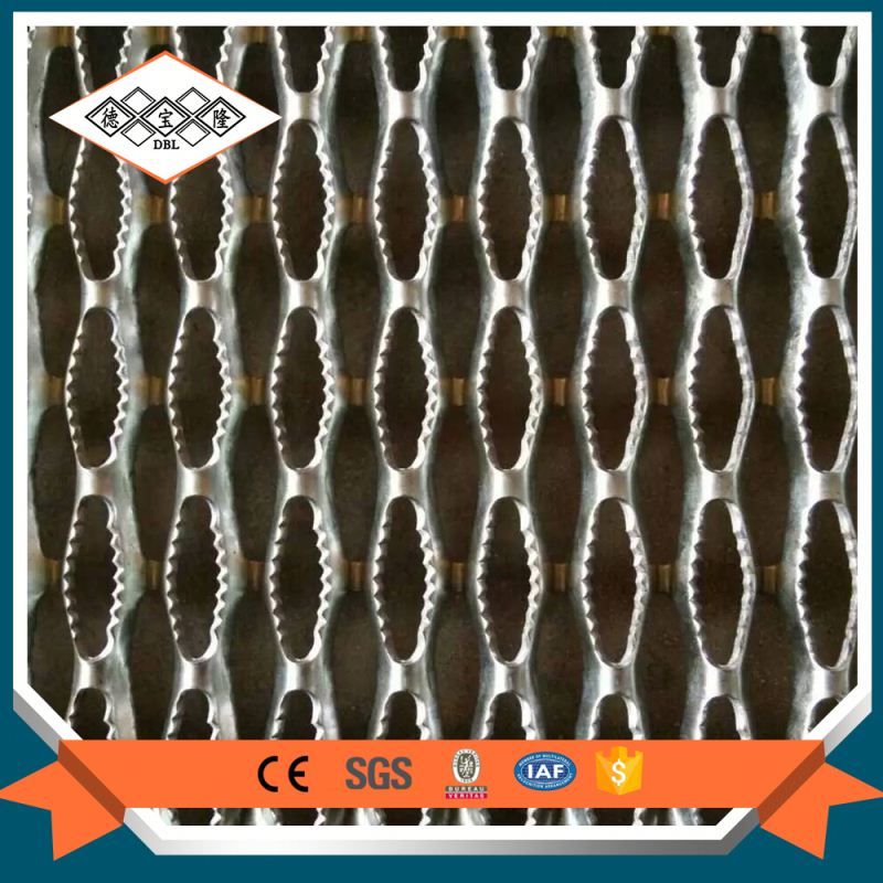 Fabricated serrated low carbon galvanized stainless steel grating