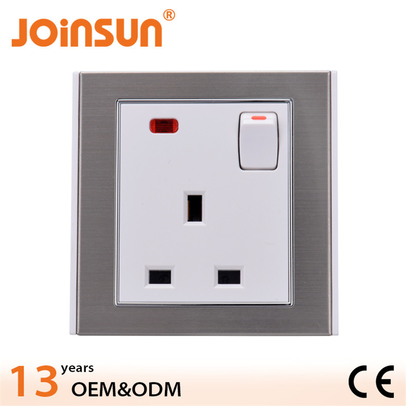 UK socket with switch and light CE ip67 electrical plug