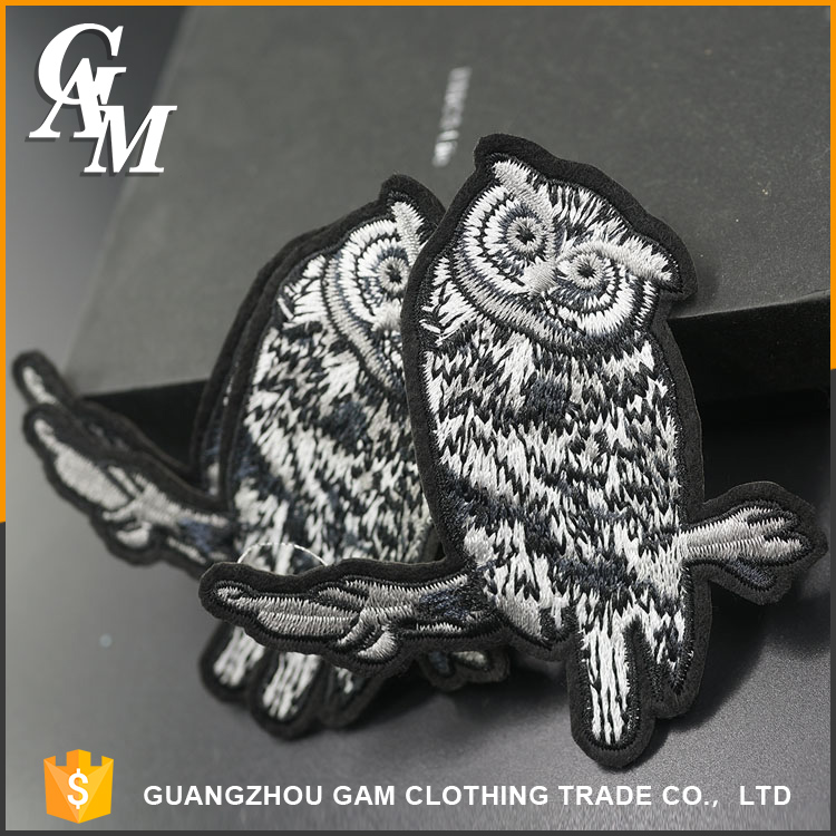 2017 Fashion custom embroidered badge , self-adhesive garment accessories wholesale embroidery patch
