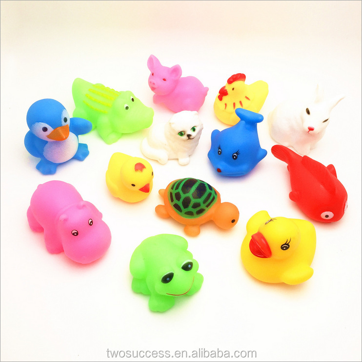 Wholesale Floating Ducks Baby Bath Toy Lovely Animal Plastic Water Play Baby Bath Toys With Sound Squeeze