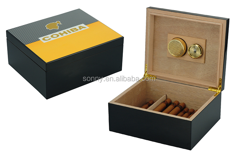 100 CT Humidor with Tray and Gold Frame External Digital Hygrometer.
