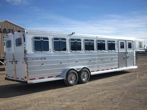 horse trailers Logan Coach XTR