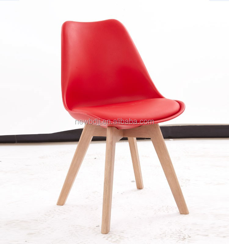2015 Fashionable PU Leather Cushion Plastic Chair With OAK Wood Leg