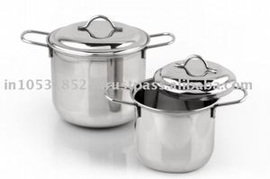 Stainless steel cookware with encapsulated base