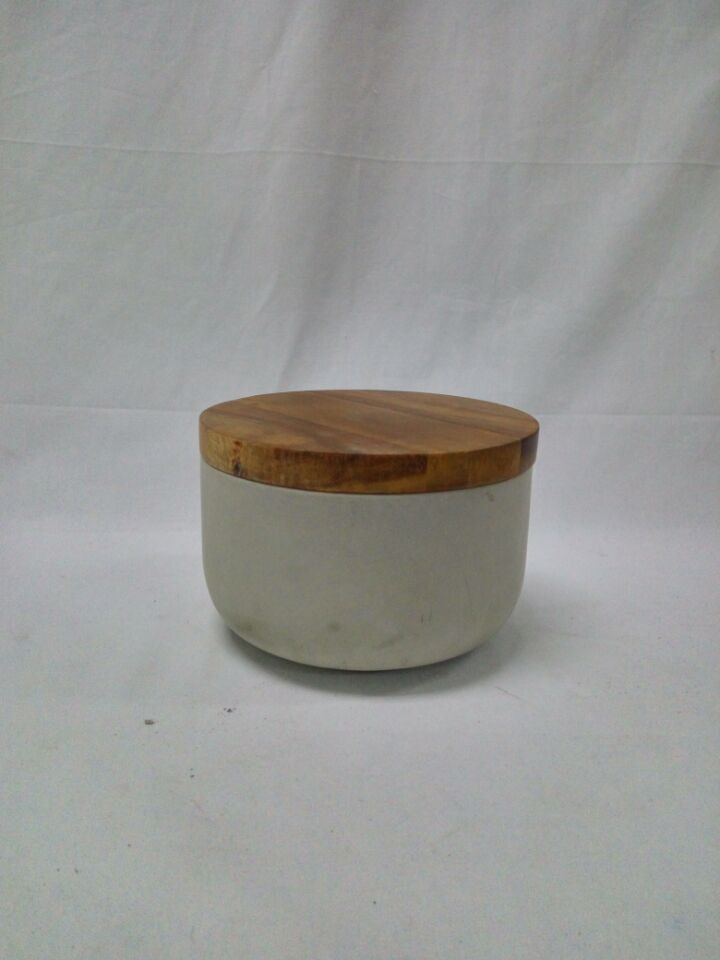 Round natural color bowl with wood lid