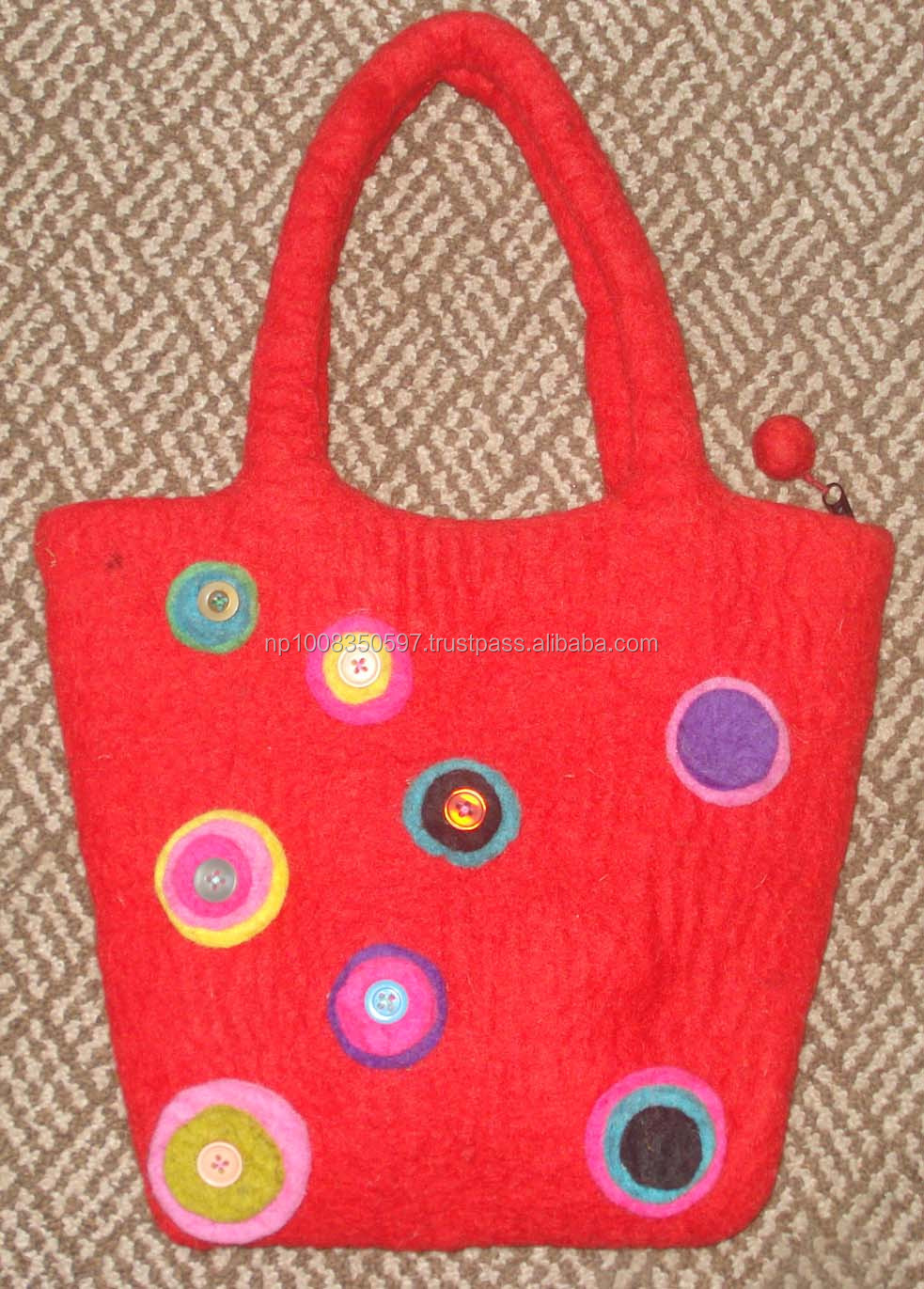 Felt bag red with round decoration