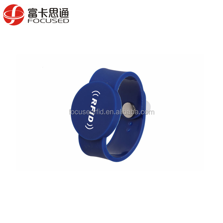 Adjustable 13.56mhz Silicone Ntag216 Passive Rfid Wristband with chip