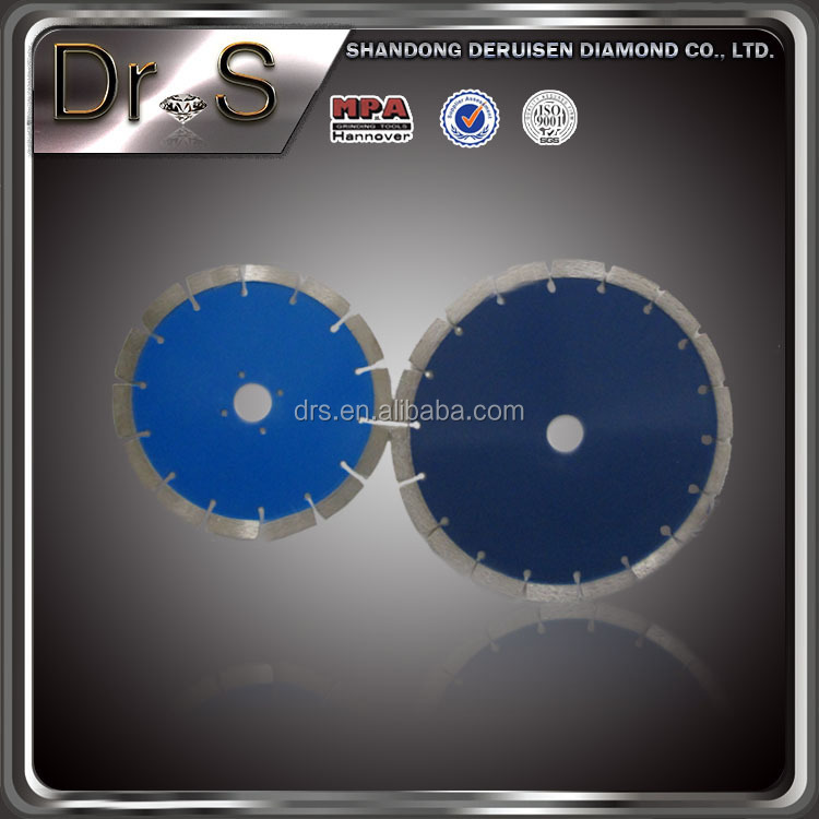 Diamond saw blade for the road cutting piece of concrete pavement cutting