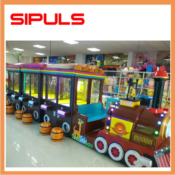 2017 Hot Sale Multiple Player Crane Claw Machine Train Doll Clip Machine