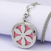 Fine Quality Stainless Steel Round Silver Magnetic Diffuser Lockets Aromatherapy Lockets Perfume Flower Face Necklace Lockets