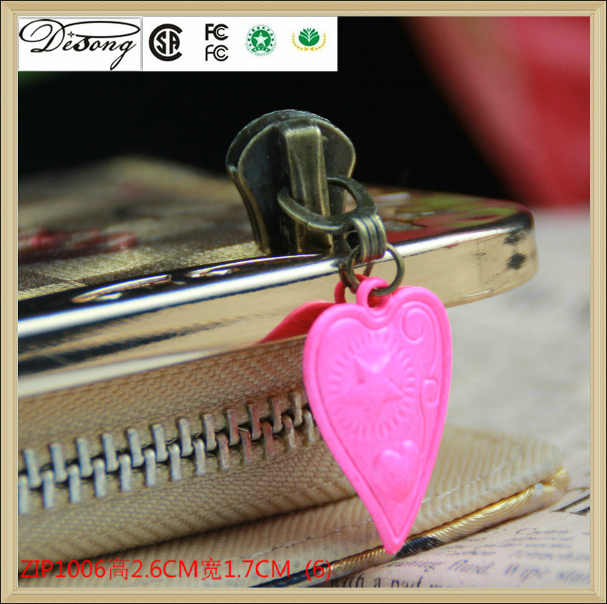 Factory price handbag accessories custom pink heart shape metal zipper puller with logo