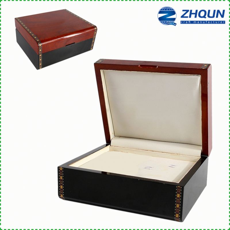 Yiwu Custom Counter Innovative Perforated Wooden Compartments Jewelry Display Box Design