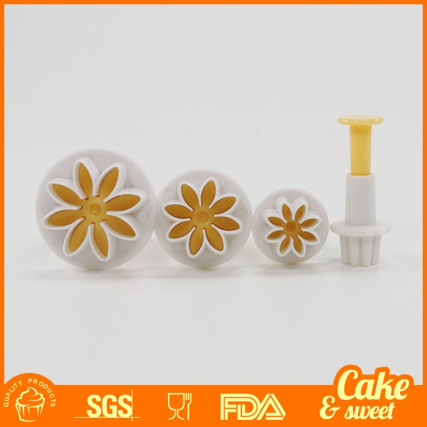 Custom Plastic 4pcs Daisy cake decourating plunger cutters