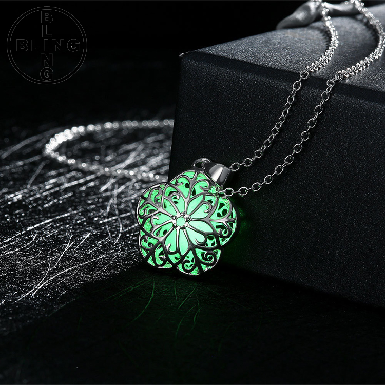 >>>Fashion Jewelry Silver Plate Hollow Five-pointed star Fluorescent Pendant Luminous Necklace/
