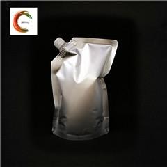 Emballage en plastique tiennent la poche avec le bec